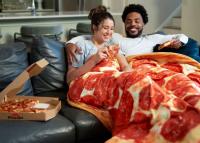 Valóság lett a karanténálomból: már pizzapaplannal is kanapézhatunk