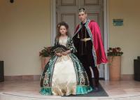 Reneszánsz és barokk ruhákban mérték össze szépségüket a gyerekek